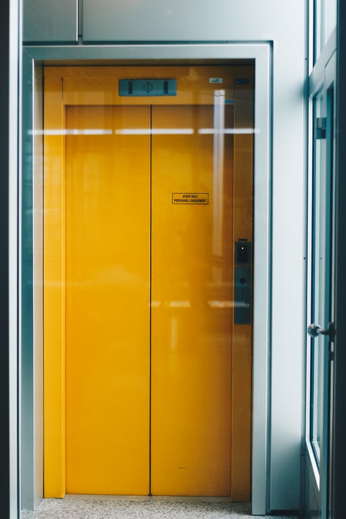 A buyer's guide on choosing the best home elevator
